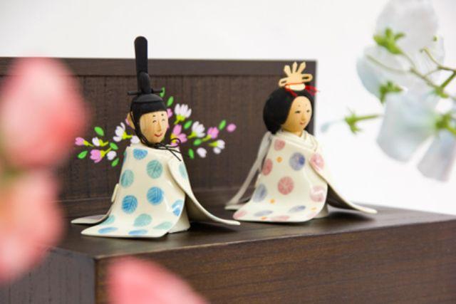 モダンな木彫りの親王飾り