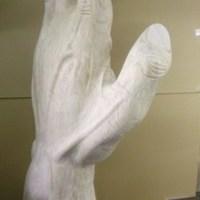 2mの手のオブジェ