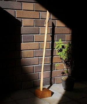 靴べら ロング 木製 (ケヤキ) 70cmサイズ 角形スタンド付き・革ひも付き