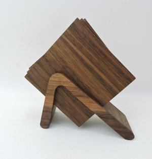 高級素材を使ったシンプルなデザインのコースターセット(ウオールナット)